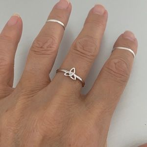 Jewelry - 😎😎NEW😎😎 Silver Small Celtic Triquetra Ring